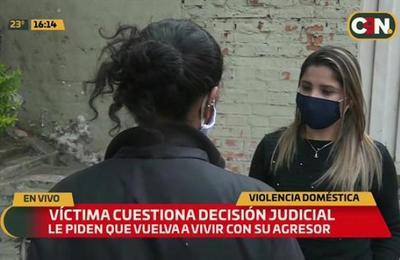 Juzgado determina que víctima de violencia viva con agresor