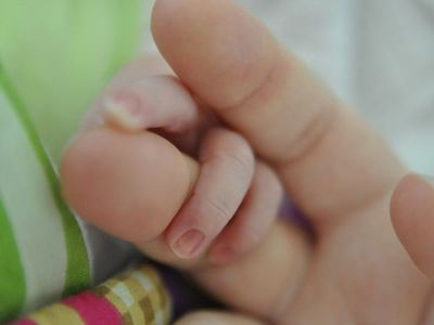 Paciente con Covid-19 positivo da a luz a una beba sana
