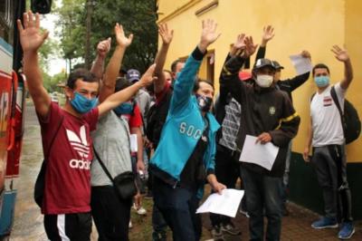A PURA ALEGRÍA, 88 CONNACIONALES ABANDONAN ALBERGUES Y VUELVEN A CASA