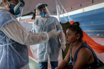 """COVID-19 en Brasil: """"Es como estar al lado de una bomba de tiempo"""", afirma infectólogo"""