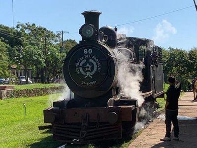 Realizan pruebas de la antigua locomotora 60, impulsada a vapor