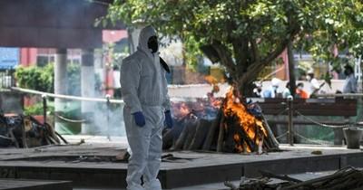 En Nueva Delhi, se incinera a todas horas a las víctimas del virus