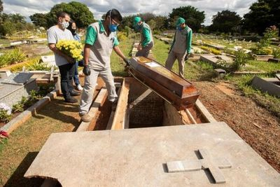 Brasil cambia de metodología y reduce drástricamente los contagios de coronavirus