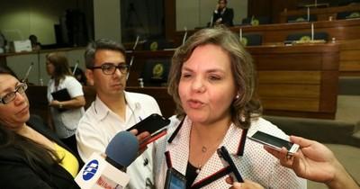 """""""Tenemos el desafío de refundar el Paraguay"""", afirma Lilian Samaniego"""