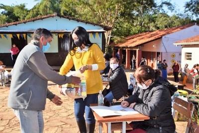 Municipio entrega 1.801 kits a 7 escuelas luqueñas • Luque Noticias