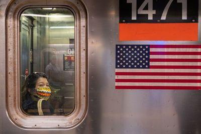 Nueva York comienza a reabrir, pero la OMS alerta que la pandemia empeora en el mundo