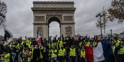 """Chalecos amarillos: """"hoy no hay más derecha ni izquierda: sólo el pueblo contra la élite""""."""