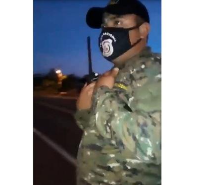 Comisario justifica reacción de policía asegurando que hombre comenzó agresión
