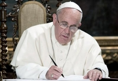 Papa dona 1 millón de euros a un fondo para desocupados
