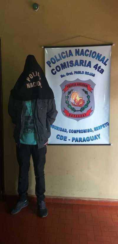Delincuente es detenido a bordo de un colectivo