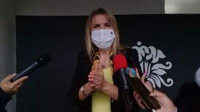 """Industrias textiles proveerán batas al sistema de salud bajo la modalidad """"Acuerdo nacional"""""""