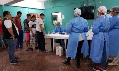 Aplican vacuna contra influenza a reos de Tacumbú