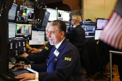Dow Jones se desploma en su apertura en medio de temores de menor crecimiento de la economía