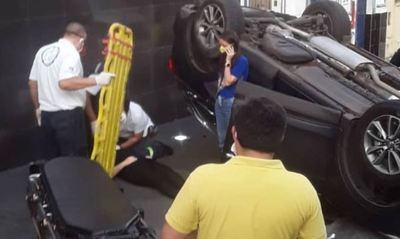 PERIODISTA INVOLUCRADA EN APARATOSO ACCIDENTE EN PLENO MICROCENTRO ASUNCENO