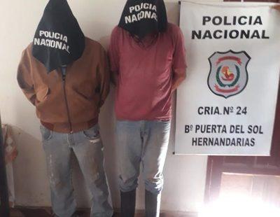 Detienen a dos hombres que transportaban dos vacas lecheras aparentemente robadas