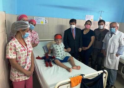 Dan el alta a niño baleado por policías en Luque • Luque Noticias