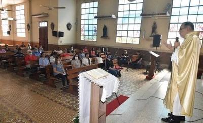 HOY / Iglesia Católica pide permitir más de 20 participantes en la misa