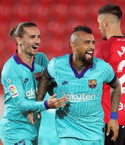 Barcelona golea 4-0 al Mallorca en su regreso a la competición