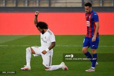 Marcelo celebra un gol homenajeando la lucha antirracista