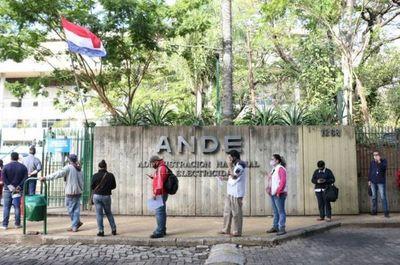 Privatizar la Ande implicará suba de tarifa del 100%, según Villordo