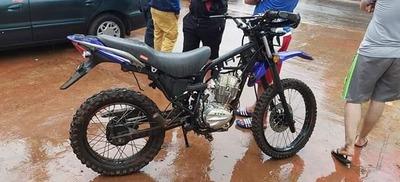 Motocicleta hurtada en  cuestión de horas ya era  desarmada en asentamiento – Diario TNPRESS