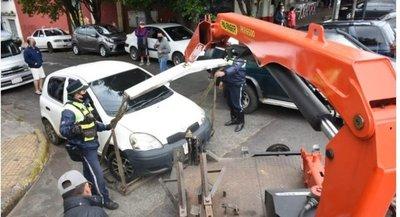 Asunción: PMT 'levanta' una veintena de motocicletas estacionadas en veredas