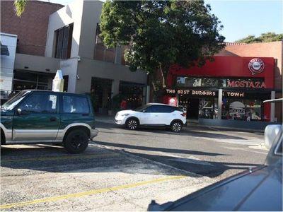 Policía indaga asalto tipo comando en estacionamiento de un shopping