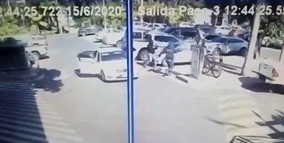 Millonario asalto en estacionamiento de centro comercial · Radio Monumental 1080 AM