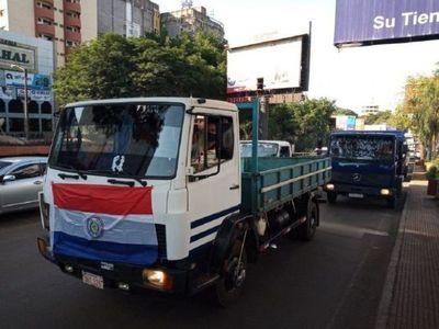 Transportistas cierran acceso de la entrada principal de la Aduana en CDE