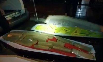 Coche fúnebre con presuntas víctimas en sus ataúdes estaban rellenados de marihuana