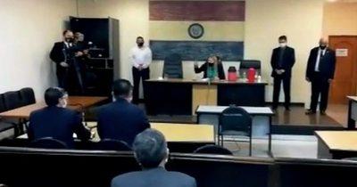 A martillazos, jueza ordena a Alegre que deje el show fuera de la audiencia