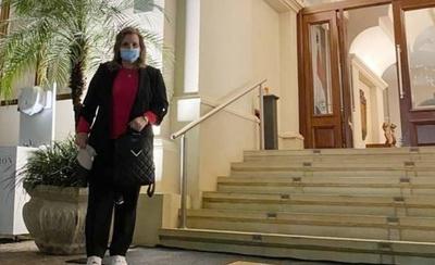 HOY / Senadora abandona hotel salud tras cumplir cuarentena
