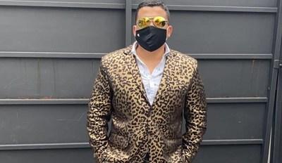Abogado Leopardo nuevamente con problemas por su vestimenta