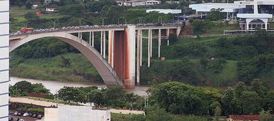 Bolsonaro rechaza propuesta paraguaya para salvar comercio fronterizo
