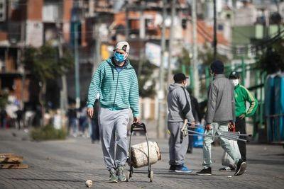 Paraguayos en Argentina claman por un lugar en albergues y dicen que consulado miente