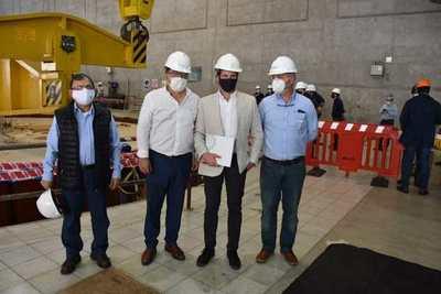 Directores participaron de acto de montaje del rotor de turbina número 3, en Yacyretá