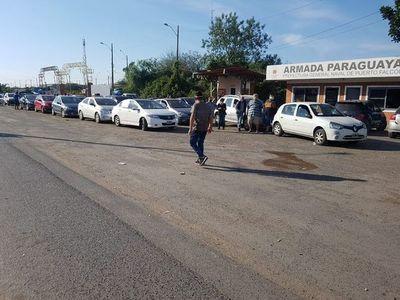 Argentinos y paraguayos nacionalizados empiezan a cruzar hacia el vecino país