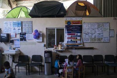 Pandemia prolonga la espera de migrantes que sueñan con llegar a EEUU