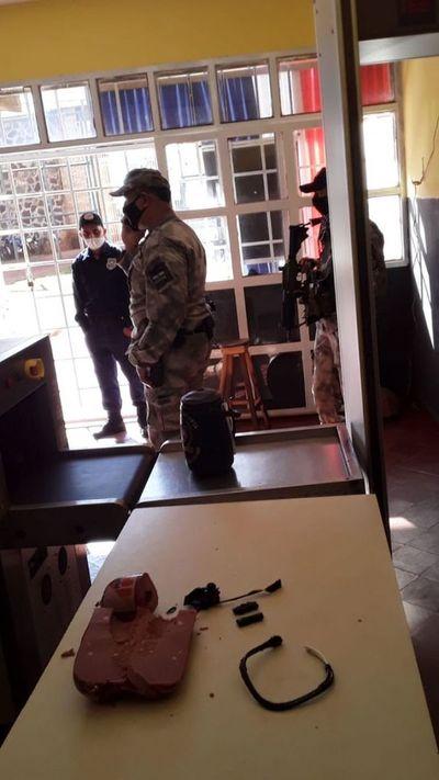 En cárcel de PJC detectan componentes de supuestos explosivos ocultos dentro de un salame