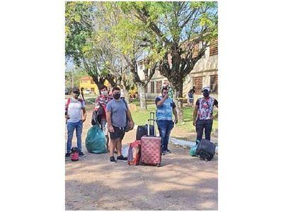 Compatriotas dejan el albergue de Ayolas tras 22 días de cuarentena