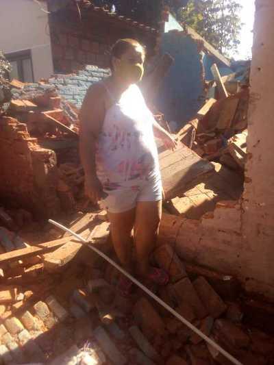 Su casa se vino abajo, por suerte sus hijos estaban afuera