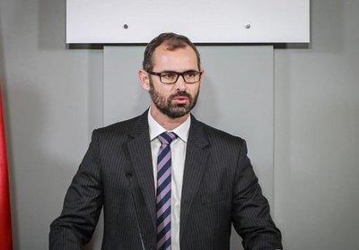 Director de Contrataciones dice que declaraciones de Pidal carecen de validez · Radio Monumental 1080 AM