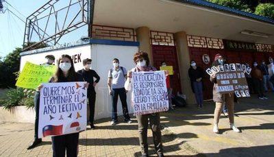 Juez suspende temporalmente cierre de colegio Chiang Kai Shek