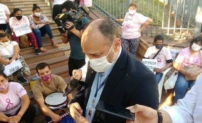 HOY / Tras reclamo de pacientes con cáncer, viceministro promete compra abreviada de medicamentos oncológicos