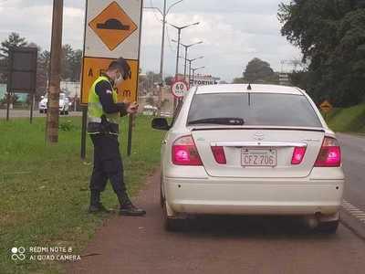 """Policía """"MULTAN"""" entre 50 a 100 mil guaraníes por CUARENTENA"""