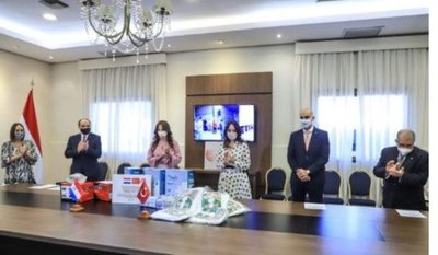 Paraguay recibe más de 281.000 insumos médicos donados por Turquía