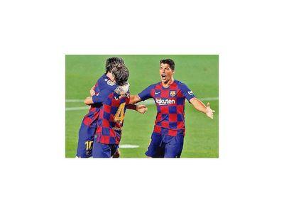 Con raquítico juego, Barcelona es puntero