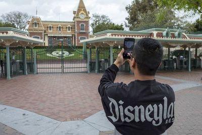 Atrasan reapertura de Disney ante récord de casos de covid-19