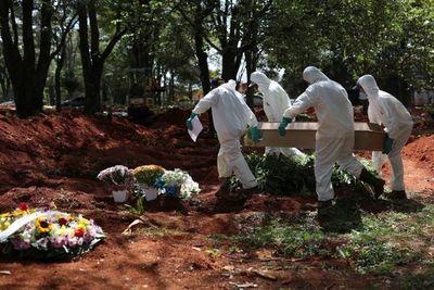 Latinoamérica supera los 100.000 muertos por COVID y la OMS pide más alerta