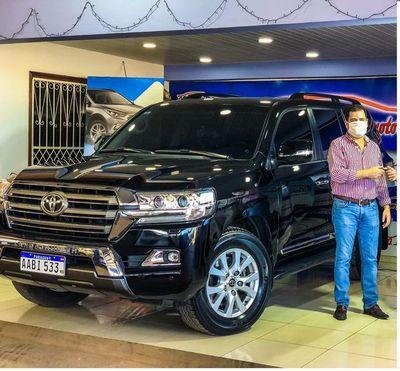 Destituyen a gerente del Indert tras polémica compra de una camioneta lujosa